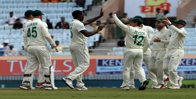 India losing wickets in 3rd test early