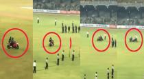 Kusal Mendis falls off bike during Sri Lankas victory celebrations