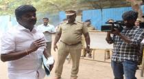 tamilnadu-minister-first-aid-to-accident-girl